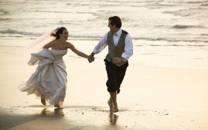 romentic-couple-romance-on-beach-High-resolution-desktop-background-wallpapers